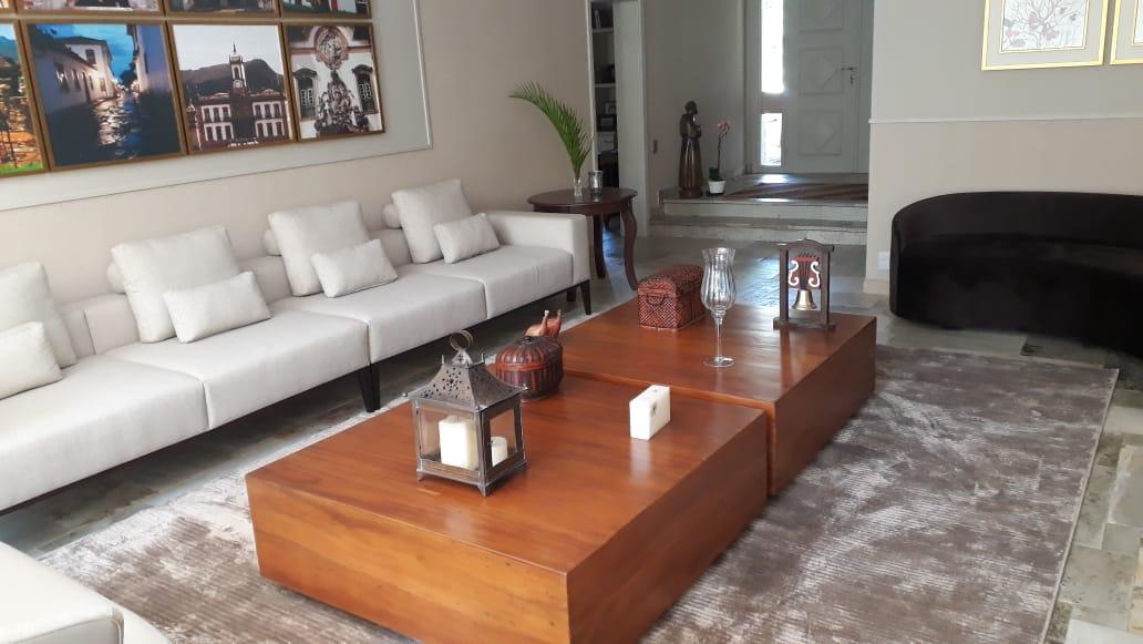 Compondo tapeçaria clara com móveis de madeira nobre finalizados em verniz (7)