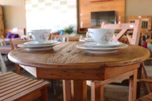 Arte Velha na Feira de Móveis Rústicos de Passos levando a produção de móveis com madeiras sustentáveis (2)